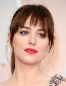Dakota Johnson in life prefer fresh style. Look at the picture, she wears simple hair ponytails. The crushing sense cheap hair fringe forehead looks more ...