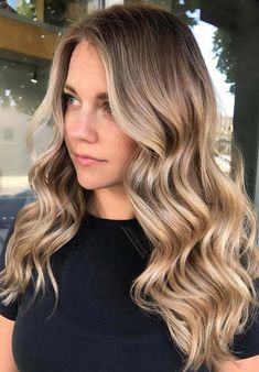 Visit here and see more ideas about fantastic golden blonde hair colors to use for long waves in year These inspirational hair colors Choose one of the best shades of golden blonde hair colors to make you look more cute than ever. Blonde Wavy Hair, Golden Blonde Hair, Brunette Hair, Dying Hair Blonde, Golden Blonde Highlights, Short Blonde, Balayage Caramel Blonde, Balayage Ombré, Blonde Ombre