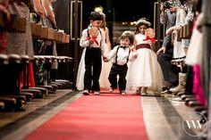 Estilo é o que não falta pra essa turminha!  #somosvalwander #crianças #valwander #fotografiasemocionantes #amoremfotos #fotografiainfantil #casamento #pajens #damas #JuliaeMatheus #tapetevermelho