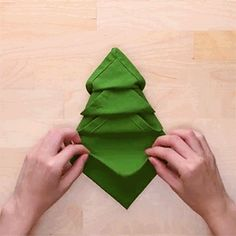 Step up your dinner party game and impress your guests with this cute and creative napkin folding hacks. Grab some fun colored napkins and get to folding! Easy Napkin Folding, Christmas Napkin Folding, Party Napkins, Napkins Set, Napkin Rose, Dinner Party Games, An Affair To Remember, Christmas Tea, Linen Napkins