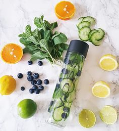 Daily detox drinks flush toxins, lose body fat reduce inflammation, boost energy and speed weight loss. Cleanse yourself with detox drinks. Detox Cleanse Water, Infused Water Detox, Infused Water Recipes, Detox Waters, Infused Waters, Liver Detox, Juice Cleanse, Detox Water Benefits, Voss Water