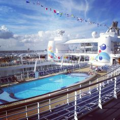 RCL Oasis of the Sea's Lido deck SiemensTravel.com 877.7 GO CRUISE