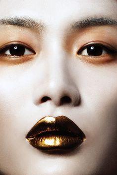 Gold | ゴールド | Gōrudo | Gylden | Oro | Metal | Metallic | Shape | Texture | Form | Composition | Make Up
