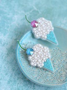 Crochet jewelry 34551122130246008 - Crochet jewelry earrings beads super ideas Source by joaniekeller Bead Embroidery Tutorial, Bead Embroidery Jewelry, Beaded Embroidery, Bead Jewellery, Beaded Jewelry, Brooches Handmade, Handmade Jewelry, Beaded Brooch, Czech Glass Beads