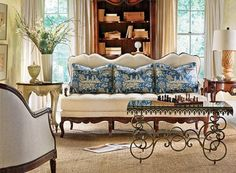 inspiration de salon / living room inspiration - love the blue cushions