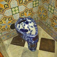 Condé Nast Traveler: Cool toilet in Barcellona! Cool Toilets, Dear John, Concert Hall, Wanderlust, Barcelona, Weird, Tours, Cool Stuff, Sinks