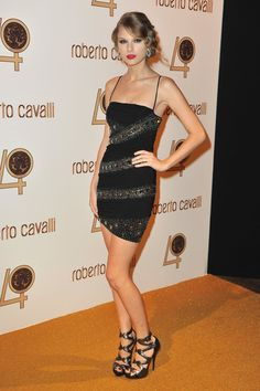 Taylor Swift Celebrates Roberto Cavalli: Photo Taylor Swift steps out in head-to-toe Cavalli at the Roberto Cavalli party held at Les Beaux-Arts de Paris as part of the Paris Fashion Week Ready To Wear S/S All About Taylor Swift, Taylor Swift Web, Taylor Swift Style, Taylor Alison Swift, Taylor Swift Gallery, Taylor Swift Pictures, Swift Photo, Rachel Bilson, Red Carpet Looks
