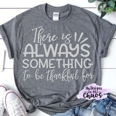 Free Thanksgiving SVG Files - My Designs In the Chaos Along with the holiday of Thanksgiving, comes things like food, family, and shopping. To ease s Thanksgiving Tshirts, Thanksgiving Projects, Family Thanksgiving, Cute Wall Decor, Diy Shirt, Vinyl Tshirt, Svg File, My Design, Design Files