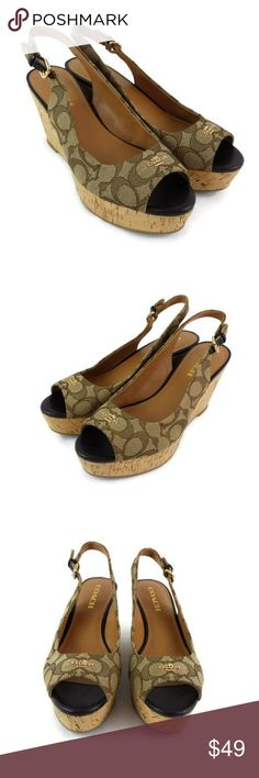 b87b707211d2 Coach logo textile with gold tone logo on each toe. Item in good condition
