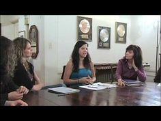 Harriet Schock songwriting class discuss clarity. - http://afarcryfromsunset.com/harriet-schock-songwriting-class-discuss-clarity/