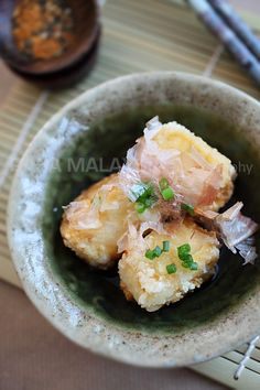 Agedashi Tofu (揚げ出し豆腐) recipe - I became an instant fan of agedashi tofu, or fried tofu in sweet fish stock, after the first bite as I love tofu and the sweet tentsuyu broth made of dashi, mirin, and soy sauce is just so flavorful. #japanese #eatinglight #tofu