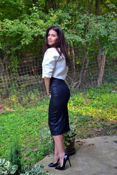 Black and White – Cvetybaby Long Leather Skirt, Leather Dresses, Rock Outfits, Sexy Outfits, Talons Sexy, Hobble Skirt, Sexy Blouse, Classy Casual, Sexy Skirt