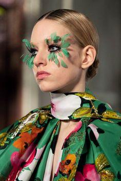 Valentino Spring 2019 Couture Fashion Show - Vogue Couture Makeup, Couture Fashion, Runway Fashion, Runway Makeup, Eye Makeup, Fairy Makeup, Mermaid Makeup, Makeup Geek, Fashion Show Makeup