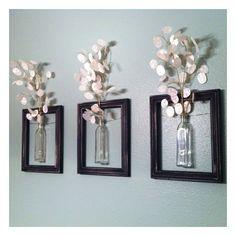 DIY Wanddeko diy decoration: frames with vases. The post DIY Wanddeko appeared first on Flur ideen. Old Picture Frames, Hanging Picture Frames, Hanging Pictures, Wall Pictures, Decorating With Picture Frames, Pictures For Bathroom Walls, Diy Wall Art, Diy Art, Wall Décor