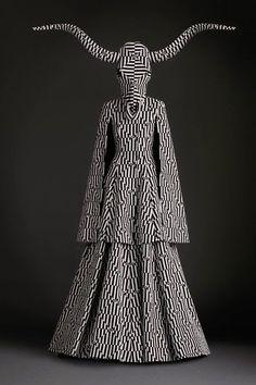 A moda surreal com um toque ritualístico de Gareth Pugh