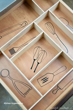 Kitchen Utensil Drawings & Kitchen Drawer Organization - - Organize your kitchen drawers and keep them organized with these fun kitchen utensil drawings. Includes vinyl decal cut files and a DIY drawer organizer. Kitchen Tops, Kitchen And Bath, New Kitchen, Awesome Kitchen, Kitchen Cabinets, Country Kitchen, Rooster Kitchen, Minimal Kitchen, Narrow Kitchen