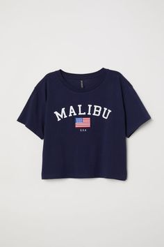 Short T-shirt - Dark blue/Malibu - Ladies Teen Fashion Outfits, Teenage Outfits, School Outfits, Outfits For Teens, Trendy Outfits, Cute Outfits, Belly Shirts, Tee Shirts, Mode Converse