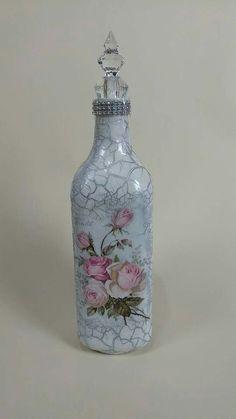 1 million+ Stunning Free Images to Use Anywhere Wine Bottle Vases, Recycled Glass Bottles, Glass Bottle Crafts, Painted Wine Bottles, Bottles And Jars, Diy Bottle, Blue Wine Glasses, Decoupage Vintage, Altered Bottles