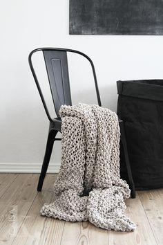Een zwarte Legend stoel is ook perfect als basic. Combineer de stoel met textuur voor een mooi geheel.