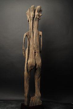 Madagascar, ethnie Sakalava Représentation d'ancêtre en bois érodé par les éléments naturels. XIXème siècle. Diamonds Auction - 06/05