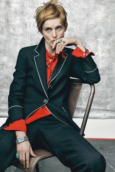 Stella Tennant reminds us why she occupies that rarified air of top model status, styled in androgynous menswear looks in 'The Thin Red Line' by Kate Phelan. Craig McDean is in the studio for Vogue UK July Hair by Sam McKnight; makeup by Mark Carrasquillo Vogue Uk, Modern Short Hairstyles, Short Hair Styles, Dandy, Fashion Photo, Fashion Models, Tomboy Fashion, Sam Mcknight, How To Make Shorts