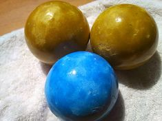 Dorodango! Shiny Japanese Dirt Ball crafts. All you need is dirt and water and your hands.