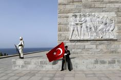 A Turkish war veteran rests in front of the Turkish memorial as he waits for the start of an international service in Gallipoli April marking the anniversary of the World War I campaign at Gallipoli. Gallipoli Campaign, Lest We Forget, Turkey Travel, What A Wonderful World, World War I, Wwi, Wonders Of The World, Victorious, Istanbul