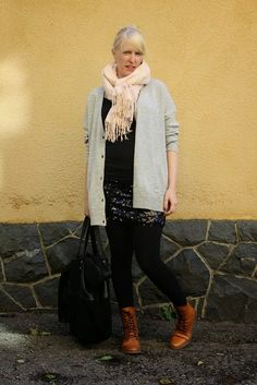 Casual outfit with sequin skirt / Maternity style / Kotisaari
