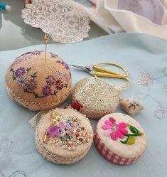 #embroidery #wool#vintage #antique#quilt#brooch#handmade#needleworks#handcraft#ribbon#리본자수#프랑스자수#평택자수 #자수타그램 #엔틱자수 #게으른울실#자수수업  줄자케이스