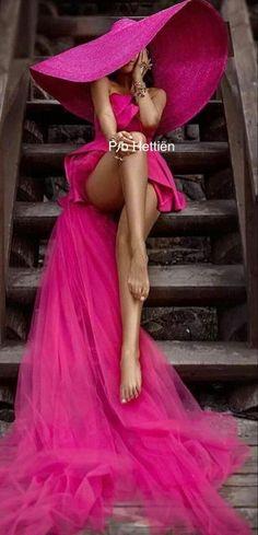 Pink Fashion, Runway Fashion, Womens Fashion, Glamouröse Outfits, Fashion Outfits, Foto Glamour, Foto Art, Cute Girl Face, Girl With Hat