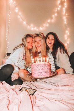 Birthday girl photoshoot best friends Ideas for 2019 Bff Pics, Photos Bff, Cute Friend Pictures, Best Friend Pictures, Shape Pictures, Best Friend Goals, My Best Friend, Shooting Photo Amis, Tumblr Bff