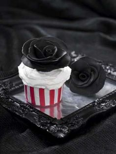 Black Rose Cupcake (from A Zombie Ate My Cupcake!)