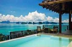 A lista organizada pelo site 'Trivago' e divulgada pelo jornal 'Huffington Post' selecionou os 10 resorts mais requintados. Hotel Six Senses Yao Noi, Phuket, Tailândia - Os hóspedes do hotel cinco estrelas chegam de barco à baía Phang Nga. Todas as 56 villas do hotel estão localizadas dentro da floresta tropical e inclui um terraço com uma piscina privativa com borda infinita, de onde é possível admirar a estonteante paisagem natural. As moradias são decoradas em estilo tailandês…