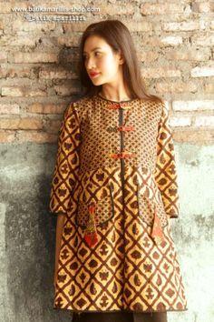 Batik Amarillis Made in Indonesia Batik Blazer, Blouse Batik, Batik Dress, Batik Fashion, Boho Fashion, Fashion Dresses, Womens Fashion, Fashion Design, Batik Kebaya