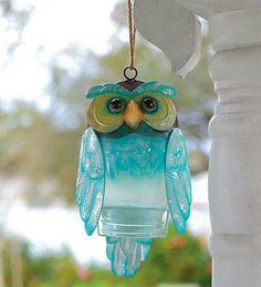 Recycled Bottle Owl - beautiful coloring, hangs outside and looks great, hangs inside and looks great. Glass Garden Art, Glass Art, Sea Glass, Recycled Glass Bottles, Decorative Bottles, Plastic Bottle Crafts, Plastic Bottles, Plastic Art, Owl Crafts
