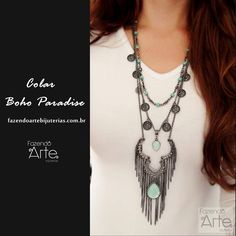 Dê um UP na produção com acessórios de muito estilo e sem gastar muito!!! Sugestão de Look: Colar Boho Paradise + Camisa branca básica! Perfeito!!