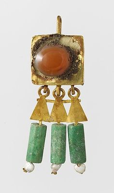 Earring-hook type, with pendants and agate setting Period: Mid–Late Imperial Date: century A. Roman Jewelry, Old Jewelry, Ethnic Jewelry, Jewelry Art, Antique Jewelry, Vintage Jewelry, Jewelry Design, Jewelry Making, Medieval Jewelry