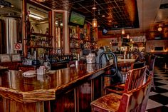Flagstaff Pub with pizza and burgers