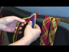 How to Finger Weave: A Quick Lesson in Basic Indian Braiding - Inkle and Tape Loom Weaving Easy Crochet Blanket, Crochet Blanket Patterns, Crochet Stitches, Knit Crochet, Inkle Weaving, Tablet Weaving, Tapestry Bag, Tapestry Crochet, Finger Weaving