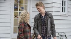 The Carrie Diaries Video - Under Pressure