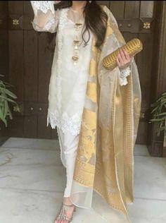 Beautiful Pakistani Dresses, Pakistani Formal Dresses, Pakistani Fashion Party Wear, Indian Fashion Dresses, Pakistani Dress Design, Pakistani Outfits, Asian Fashion, Stylish Dress Book, Stylish Dresses For Girls
