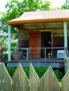 Laura Plantation, Vacherie, slave cabin