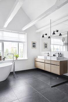 Designer Kathrine Espersens smukke villa villa hellerup indretning badeværelseHow to organize and style your home with a rolling cart. Bathroom Design Luxury, Bathroom Layout, Simple Bathroom, Modern Bathroom Design, Minimal Bathroom, Bathroom Designs, Bad Inspiration, Bathroom Inspiration, Minimalist Baths
