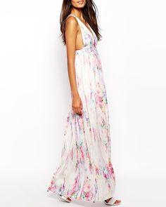 Une robe florale Robe longue en mousseline à imprimé floral avec dos ouvert, Oh My Love, 47,14€.