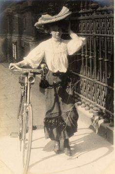Street style photography by Edward Linley Sambourne, 1906