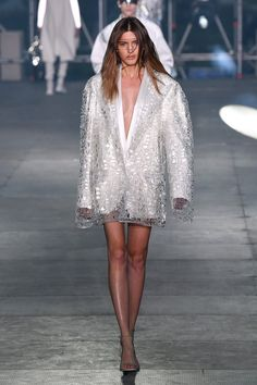 Balmain - Real Time - Diet, Exercise, Fitness, Finance You for Healthy articles ideas Couture Fashion, Paris Fashion, Runway Fashion, Autumn Fashion, Fashion Trends, Mens Fashion Week, Fashion 2020, High Fashion, Womens Fashion