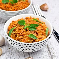 This fragrant tomato rice makes a great side dish for your Greek themed dinner party. (in Dutch) Greek Recipes, Veggie Recipes, Salad Recipes, Vegetarian Recipes, Healthy Recipes, Healthy Food, Tomato Rice, Paste Recipe, Dinner Themes