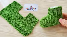 Very Easy Newborn baby booties socks pattern knitting 2 needle - Stricken Baby Booties Knitting Pattern, Booties Crochet, Crochet Baby Booties, Baby Knitting Patterns, Knitting Socks, Hand Knitting, Diy Crafts Knitting, Baby Slippers, Baby Sweaters