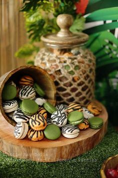 Jungle themed birthday party Mufasa Macarons with Such Cute Ideas via Kara's Party Ideas Safari Party, Festa Safari Baby, Safari Theme Birthday, Jungle Theme Parties, Safari Birthday Party, Jungle Party, Animal Birthday, Birthday Parties, Jungle Theme Food