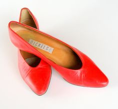 Red Leather Designer Pumps 1990s Vintage Low Heel Pumps Nickels Size 8N    Sophisticated pair of 1980s cherry red low heel all leather pumps size 8